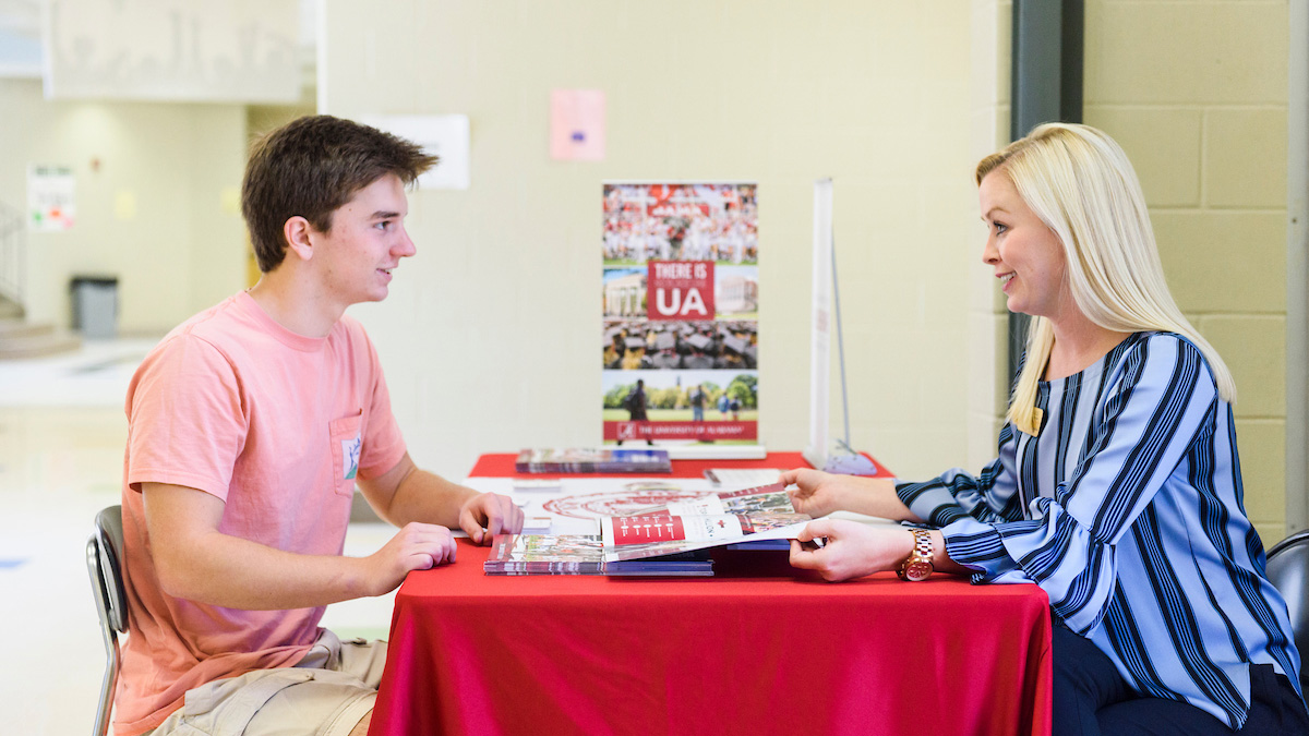 Student meeting with UA recruiter